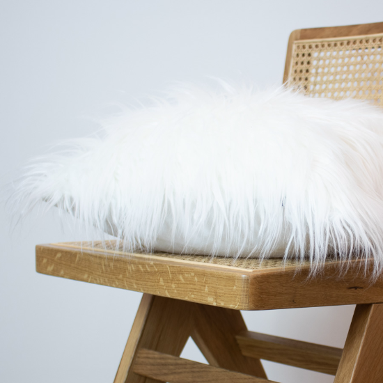 Yeti faux fur 45cm cushion wht